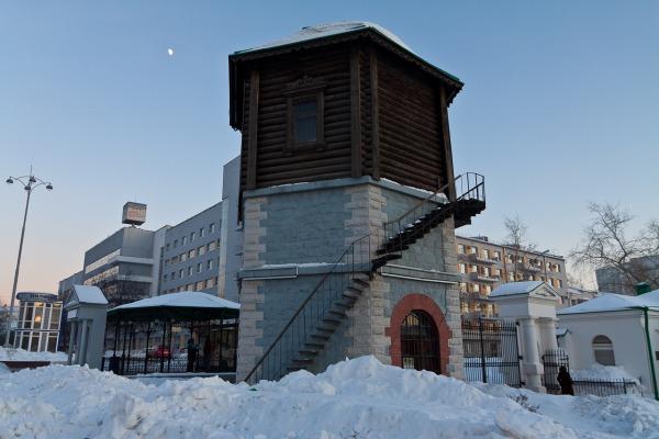 Водонапорная башня на Плотинке в историческом сквере