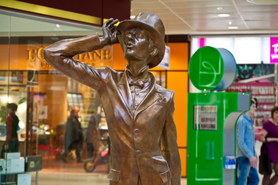 Скульптура «Щёголь» в ТРЦ Гринвич