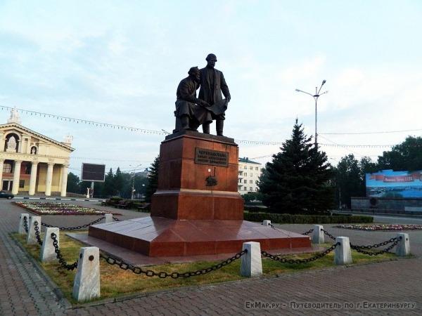 Памятник Черепановым