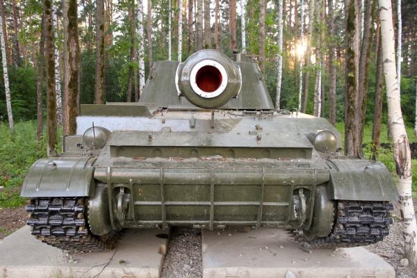 Военная техника около Парка Победы