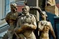Памятник Романовым