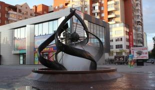 Фонтан «Машина времени» (Спирали времени) на ул.Вайнера