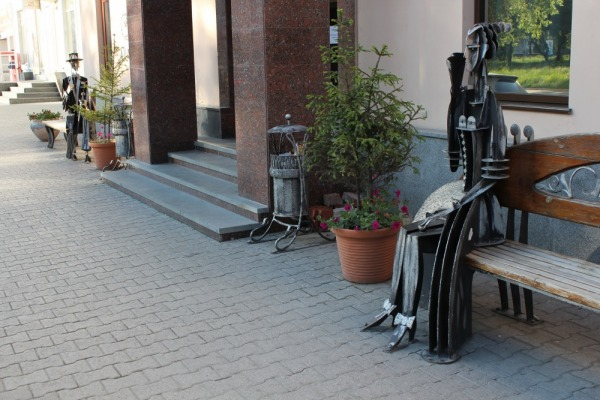Скульптурная композиция «Театрал и театралка»