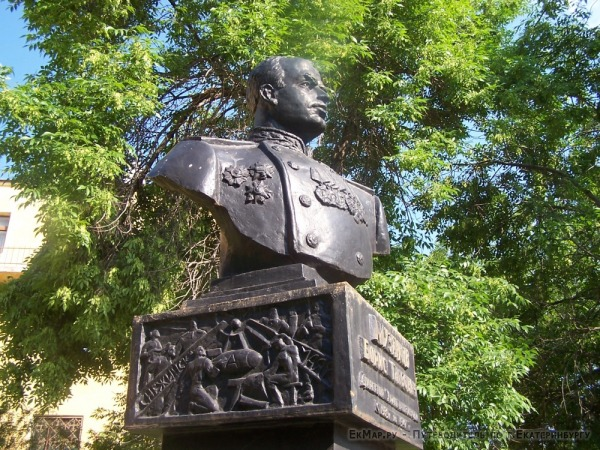 Памятник  Б.Г.Музрукову