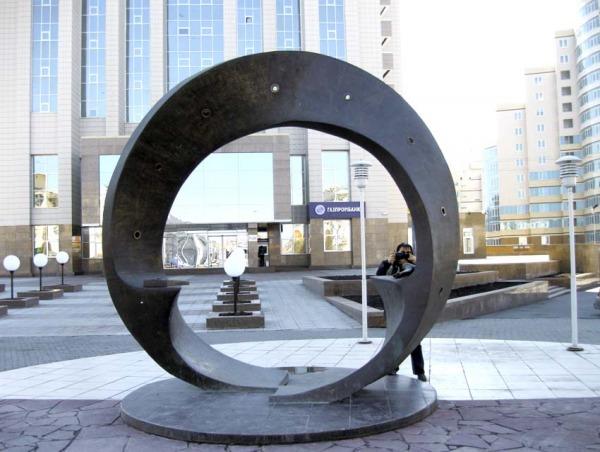 Скульптура «Лента Мебиуса»