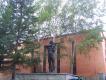 Памятник биатлонисту