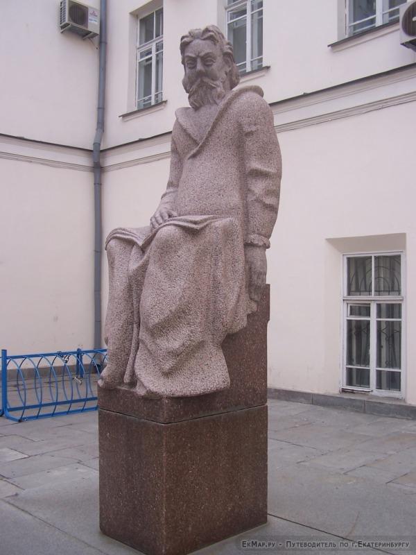 Памятник М.П.Мусоргскому