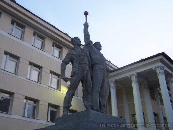Памятник Комсомольцам «Тройка»