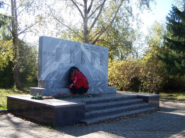 Памятник жителям поселка павшим в боях за Родину