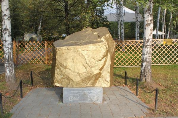 Скульптуры с международного фестиваля садово-парковой скульптуры в ЦПКиО