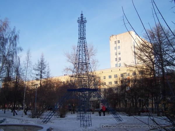 Скульптура «Эйфелева башня»