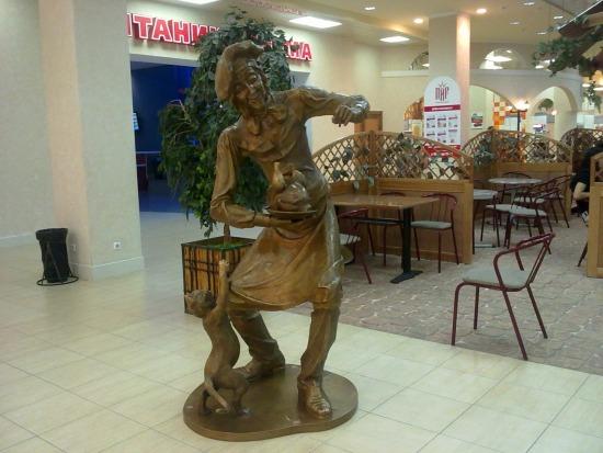 Скульптура «Повар» в ТРЦ Гринвич