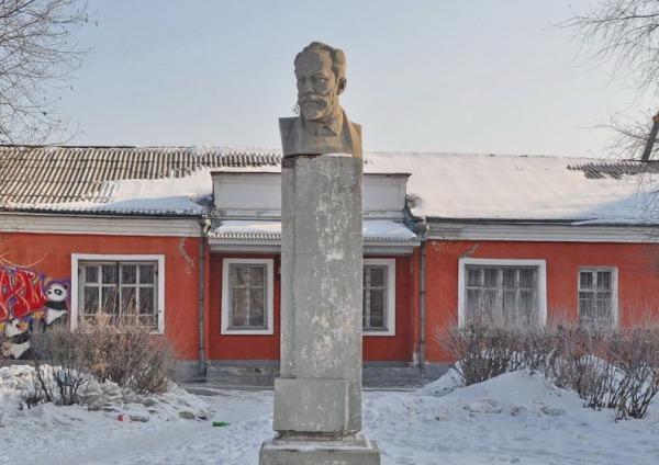 Памятник П.И. Чайковскому