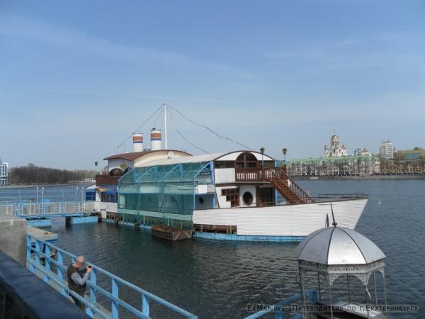 Кафе «Кораблик» (демонтировано)