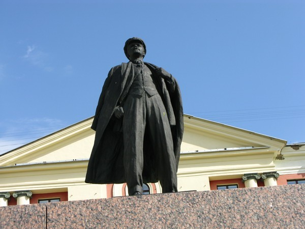 Памятник В.И. Ленину в Новоуральске