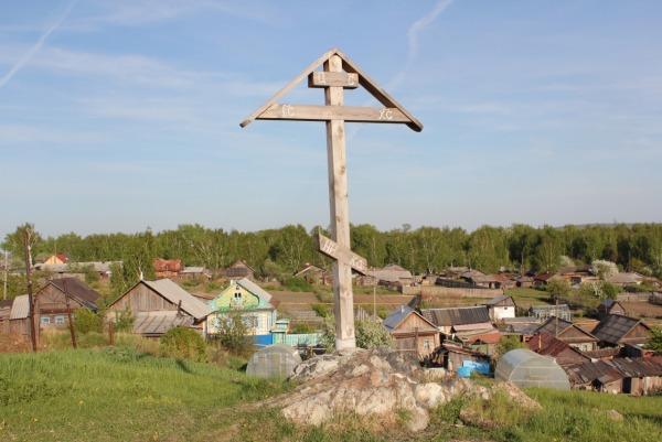 Поклонный крест на горе