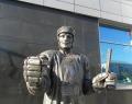 Памятник хоккеистам ярославского «Локомотива»