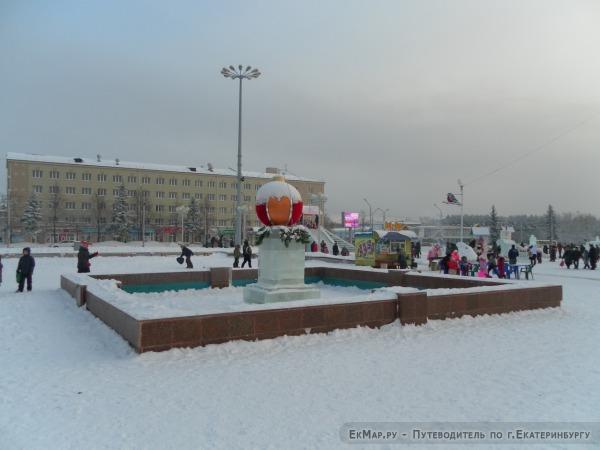 Фонтан на площади Ленинского Комсомола