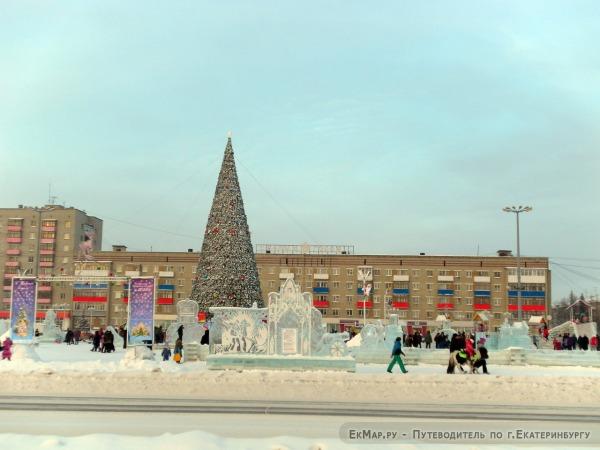 Ледовый городок на площади Ленинского Комсомола