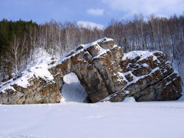 Скала Каменные ворота. Река Исеть