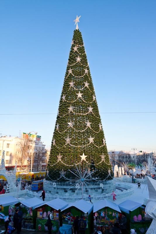 Новогодняя елка - Елка на площади 1905 года. Фотография сделана в январе 2011 года.