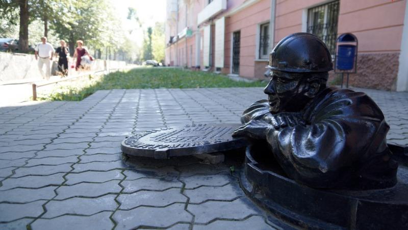 волгоград памятник сантехнику фото меха тот аксессуар